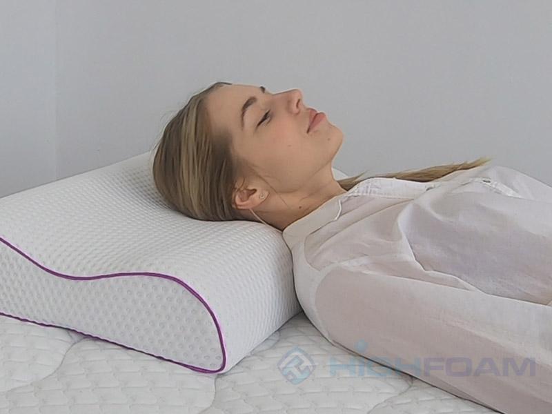 Как правильно спать на подушке на спине