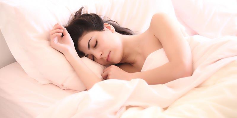 Сон при свете на подушке